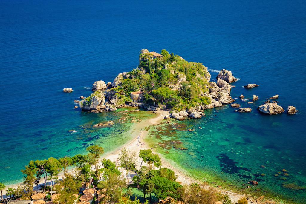 Taormina: una perla di mare e turismo